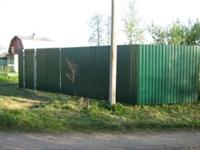 Забор из Проф.листа с монтажом , на винтовых сваях, с укосами 1м.п.